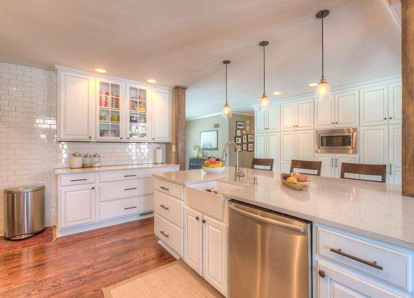 WHAT COLOR STONE COUNTERTOPS LOOK BEST WITH WHITE CABINETS?
